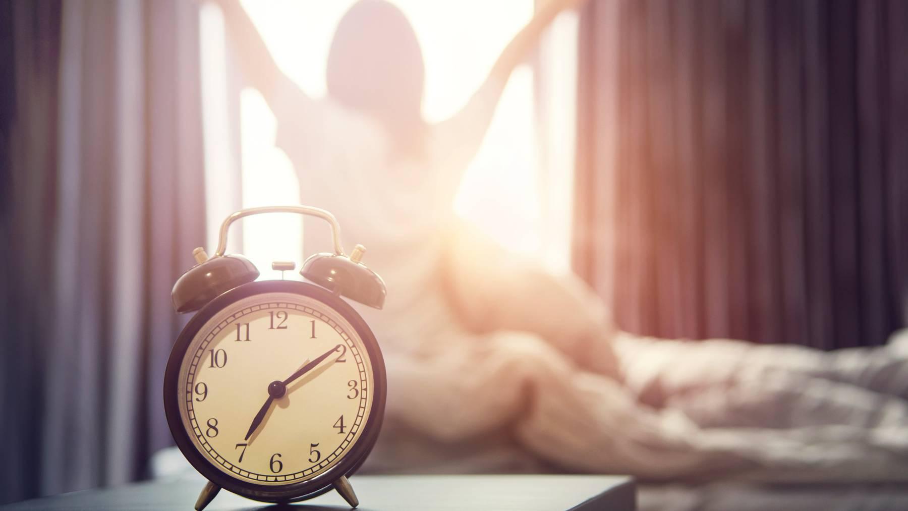 Mit diesen Tricks kannst du schon früh morgens abnehmen.