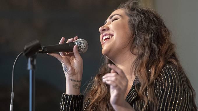 Die irische Songwriterin Ruth Anne gab am Donnerstag in Luzern einen Vorgeschmack auf ihren Auftritt am Blue Balls Festival 2019.
