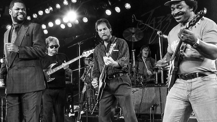 """Matt """"Guitar"""" Murphy (r) im Juli 1988 während eines Auftritts von """"The Blues Brothers"""" am Jazzfestival in Montreux"""