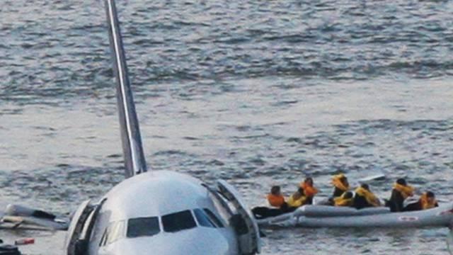 Rettung nach der Notwasserung auf dem Hudson River