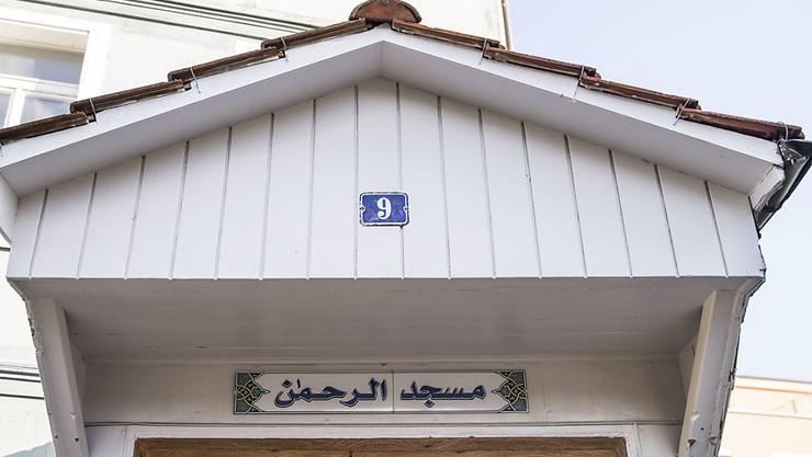 In der Bieler Ar'Rahman-Moschee soll ein libyscher Imam Hasspredigten gehalten haben. Mit einer Anlaufstelle zur Prävention von Extremismus und Gewalt hofft die Stadt Biel, solche Fälle künftig früher zu erkennen.