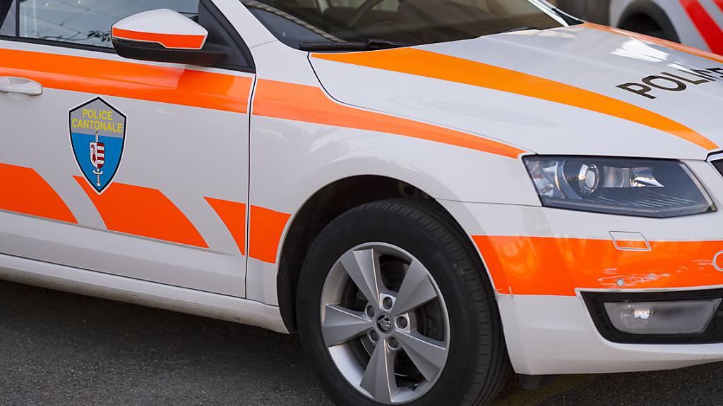 Fahrunfähiger Autolenker rammt im Jura Polizeiwagen