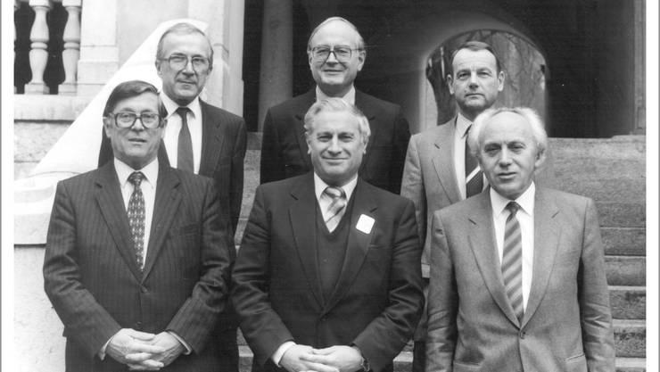 Die Solothurner Exekutive im Jahr 1985 mit den Regierungsräten (v. l.) Rudolf Bachmann, Alfred Rötheli (†), Fritz Schneider (vorne, †), Max Egger, Walter Bürgi und Gottfried Wyss. Einzelne von ihnen wurden für die Erarbeitung der Kantons- geschichte interviewt.  Archiv