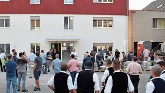 Stiftungsratspräsident André Stierli begrüsste vor dem in Kürze bezugsbereiten neuen Mäderhaus in Muri zum Handwerkerfest.