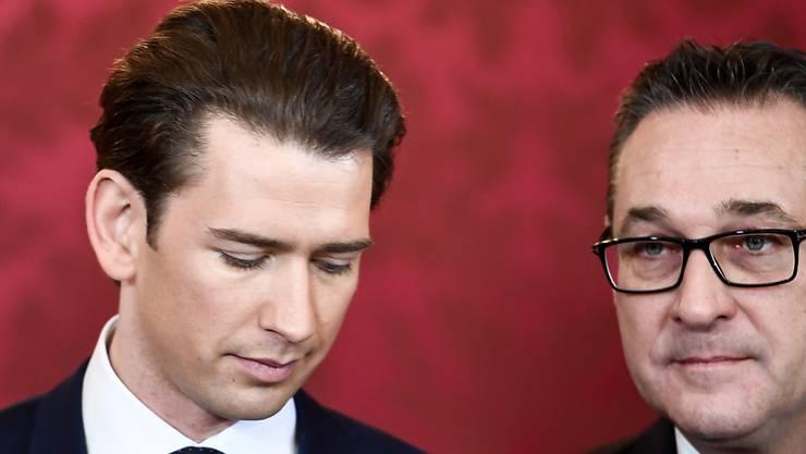 Der österreichische Vizekanzler und FPÖ-Chef Heinz-Christian Strache (r) hat am Samstag seinen Rücktritt angeboten.  Bundeskanzler Sebastian Kurz (l) werde das Angebot annehmen, sagte Strache. (Archivbild)