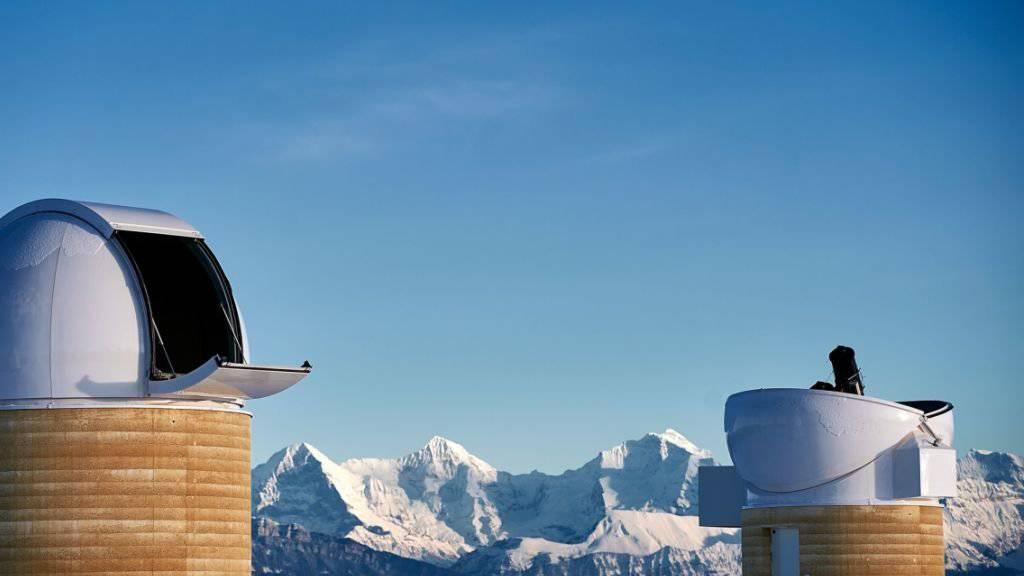 Die beiden neuen Kuppelbauten des Observatoriums Zimmerwald mit 5,3 Metern (links) und 4,5 Metern (rechts) Durchmesser.
