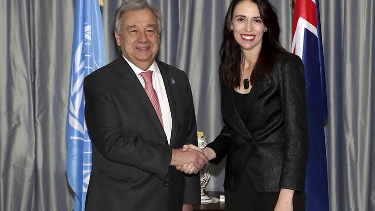 """Die Welt sei auf """"keinem guten Weg"""", um die Erderwärmung zu begrenzen, sagte Uno-Generalsekretär Guterres in der neuseeländischen Hauptstadt Wellington. Dort wurde er von Regierungschefin Jacinda Ardern empfangen."""