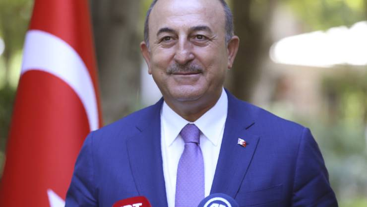 Mevlut Cavusoglu, Außenminister der Türkei, spricht bei einer Pressekonferenz. Griechenland dementiert Aussagen der Nato, wonach Athen und Ankara technische Gespräche zur Vermeidung militärischer Zwischenfälle im östlichen Mittelmeer vereinbart haben. H Foto: Fatih Aktas/Turkish Foreign Ministry/AP/dpa