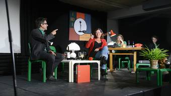 Moderator Jens Wachholz mit Gast Franziska Roth, Regieassistenz Vera Probst und Studiomusiker Basil Medici