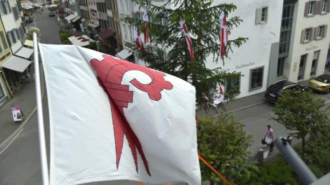 Vor einem Jahr zelebrierte der Kanton Baselland die Eigenständigkeit mit einem Freiheitsbaum. Skandale mindern den Stolz. Foto: Nicole Nars-Zimmer
