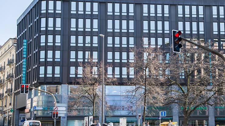 Die Bundesanwaltschaft hat auf Ersuchen der brasilianischen Behörden Büros von Rohstoffkonzernen durchsucht - im Bild das Genfer Büro von Trafigura. (Archivbild)