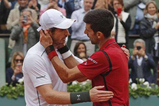 Murray gratuliert seinem Kontrahenten.