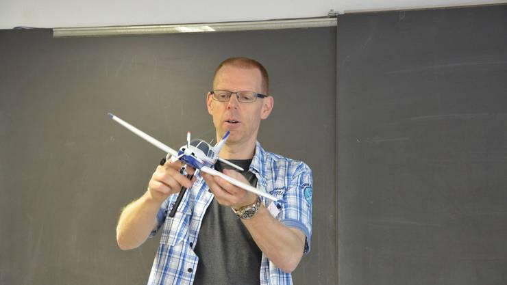 Roger Trüb referiert über die physikalischen Gesetze des Fliegens