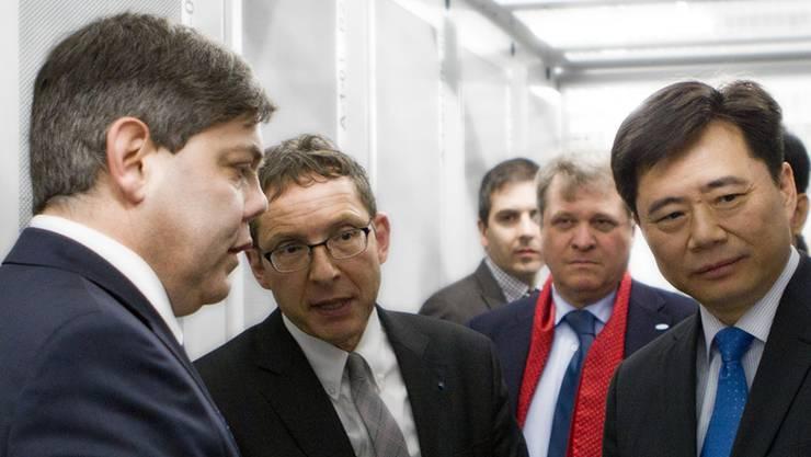 Green.ch-Chef Franz Grütter, Regierungsrat Urs Hofmann und AIHK-Präsident Daniel Knecht mit Botschafter Ken Wu im März 2012.