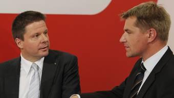 GLP-Präsident Martin Bäumle (l.) im Gespräch mit SVP-Präsident Toni Brunner.