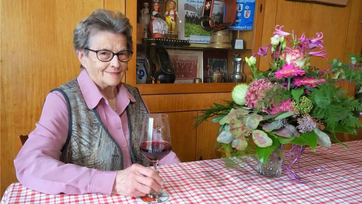 Theres Lustenberger liebt es, zu wirten. Sie tut dies bereits 64 Jahre in der «Sonne» in Benzenschwil und erfreut sich einer treuen Kundschaft.