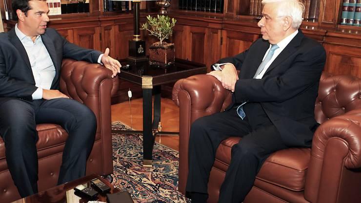 Bei Griechenlands Präsident Prokopis Pavlopoulos (rechts) geben sich die Politiker die Klinke in die Hand