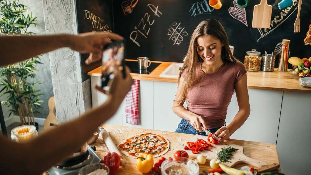 Mehr Schein als Sein? Influencerinnen geben laut einer Studie zweifelhafte Diät-Tipps. (Symbolbild)