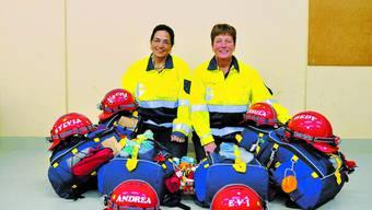 Wettkampfbereit: Uschi Rychard und Ursula Hofer haben ihre Einsatzrucksäcke für Deutschland gepackt. (Bild: Maddalena Tomazzoli Huber)