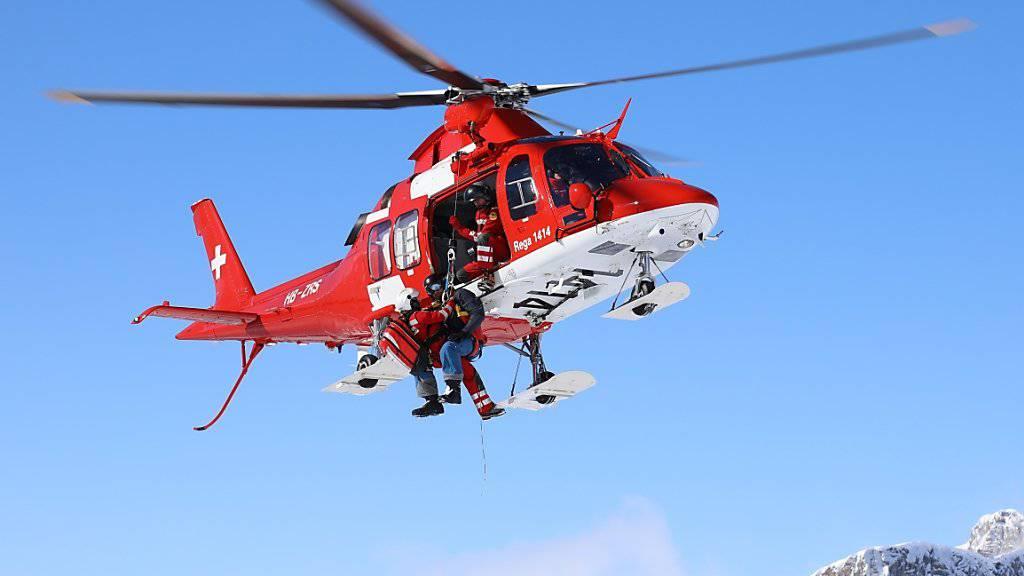 Die Rega organisierte im vergangenen Jahr fast 16'000 Einsätze. Dabei betreuten die Rega-Crews 10'788 Patienten.
