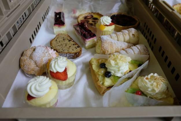 Die Lebensmittel stammen von der Migros-Filiale und der Bäckerei Kleiner in Zürich Altstetten