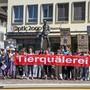 Der Tierschutzskandal von Hefenhofen befeuerte die Forderung nach einem Öffentlichkeitsgesetz. Tierschützer demonstrierten vor dem Ratsgebäude in Frauenfeld und forderten Aufklärung. Archivbild