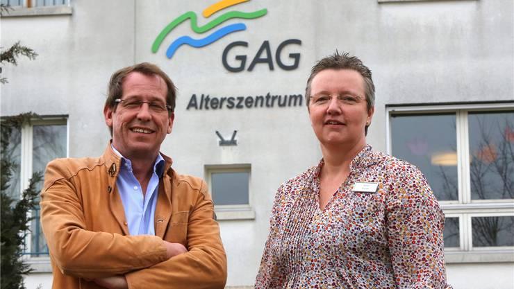 Rüdiger Niederer, Geschäftsführer der Altersbetreuung und Pflege Gäu (GAG), und Gina Kunst, Bereichsleiterin Pflege und Betreuung, vor der «Stapfenmatt».