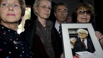 Politiker und Angehörige an der Gedenkfeier für Loriot