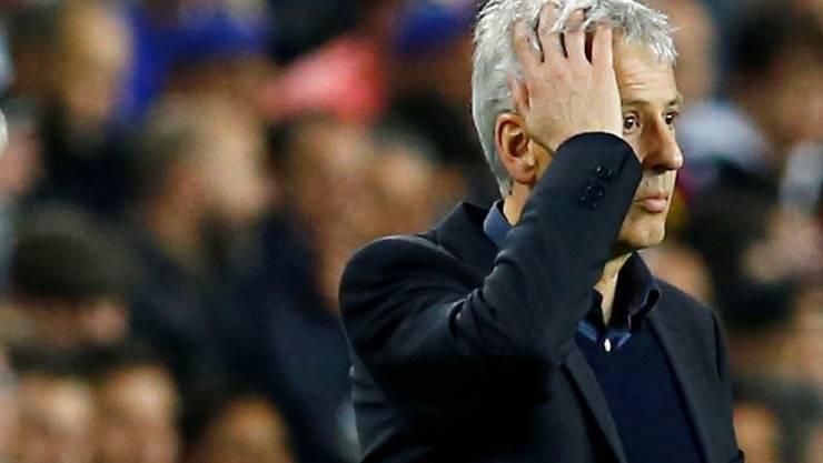 Lucien Favre langt sich an den Kopf: Auch in Barcelona schaffte er die Trendwende nicht