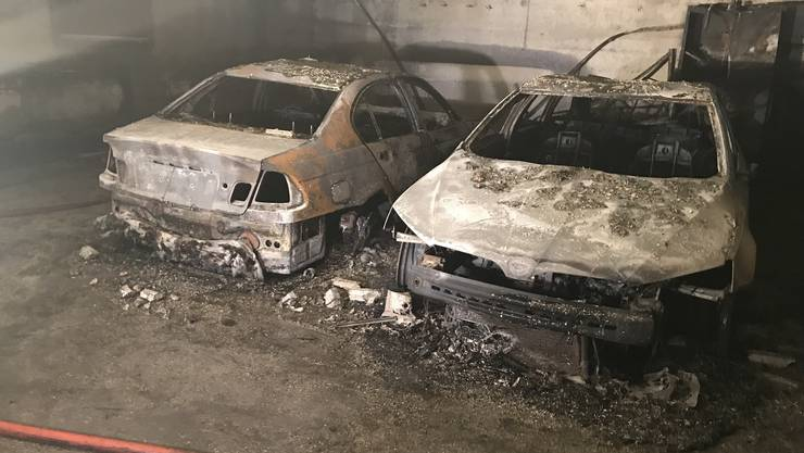 During the fire in the underground parking garage, several cars and motorcycles were damaged by the heat, soot and smoke. A firefighter was slightly injured.