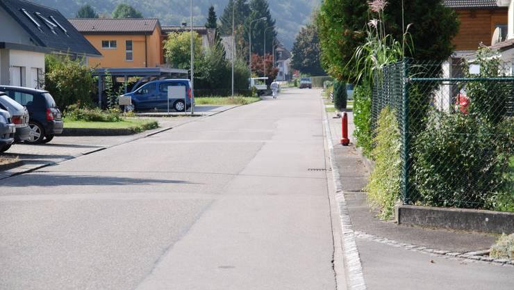 Die Weidstrasse befindet sich mitten in einem Wohnquartier und wird oft vom Durchgangsverkehr genutzt.