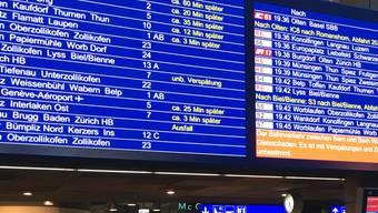 Bahnhof Bern, Donnerstag Abend: Fast nichts geht mehr.