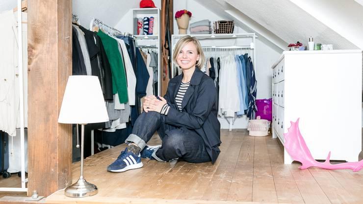 Katrin Legandt, Stylist & Visual Merchandising Consultant, wohnt in der Brugger Altstadt und hilft Menschen dabei, ihre persönlichen und beruflichen Ziele zu erreichen, indem sie deren Kleidungsstil optimiert.