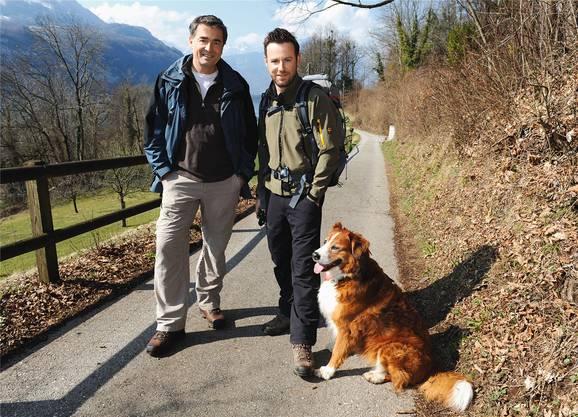 Gingen 2010 fürs Fernsehen gemeinsam über Stock und Stein: Nik Hartmann mit Schauspieler Stefan Gubser und seiner damaligen Hündin Jabba.