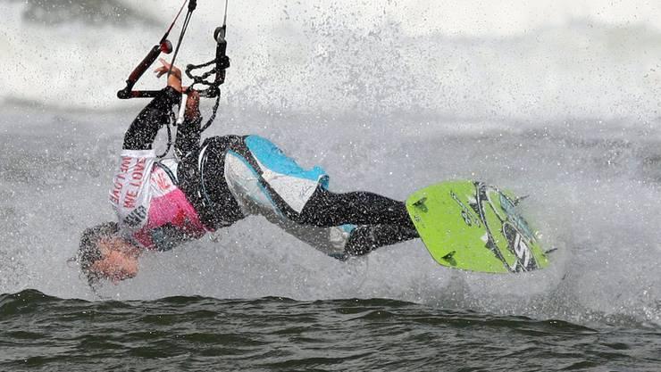 Kitesurfer in Schieflage