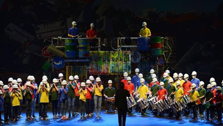 Rhythmisch: Die Jungi Garde der Spale-Clique stimmt mit «Boléro» auf das Baustellenthema ein.