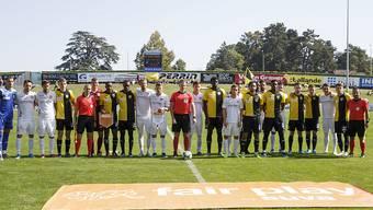 Die Spieler von Stade Nyonnais und des FC Thun posierten anlässlich des Cupspiels im letzten Herbst