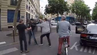 Das Video von dem Vorfall in Paris verbreitete sich in Windeseile im Netz.