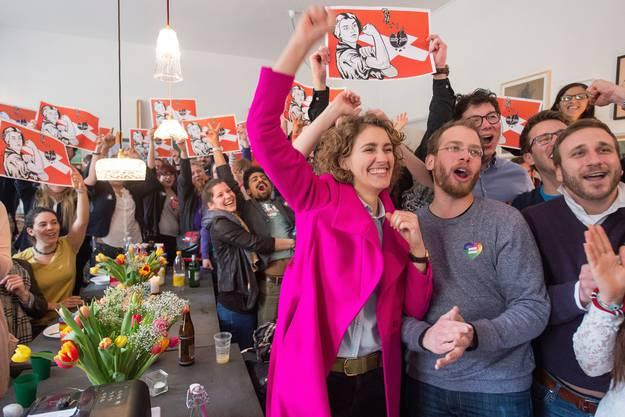 Flavia Kleiners Jubel im pinken Mantel:  Dieses ikonenhafte Bild entstand am 28. Februar 2016, als klar war, dass die SVP-Durchsetzungsinitiative abgelehnt wird.