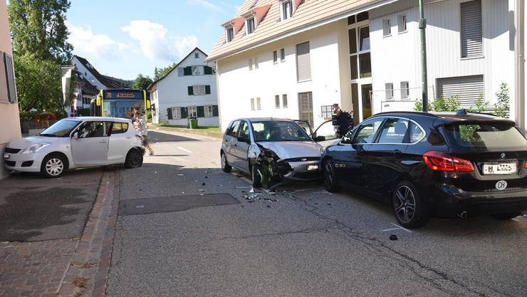 Am Donnerstag um 10.15 Uhr kam es auf der Hauptstrasse in Bubendorf zu einer Kollision mit drei Autos.