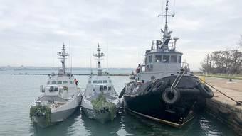 Schiffe des Ukrainischen Militärs im Seehafen von Kertsch.