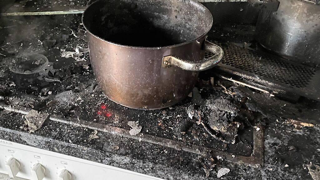 Heisse Pfanne auf Herdplatte löste Brand in Reinach BL aus