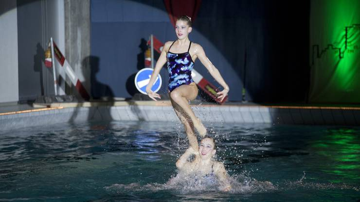 Das Wasser ist wieder im Becken. Am Dienstag könnten auch die Synchronschwimmerinnen (hier bei einem Auftritt 2013) wieder im PH-Hallenbad trainieren. (Archiv)
