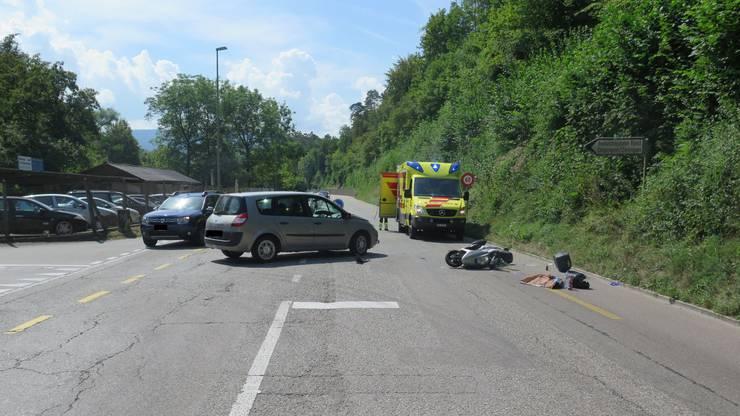 Der Rollerfahrer musste ins Spital gebracht werden.