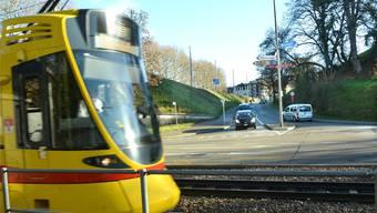 Auf den Tramlinien 10 und 11 kam es am Donnerstagmorgen zu Kursausfällen, weil die Fahrleitung vereist war.
