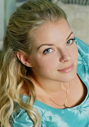 """Die deutsche Sängerin und Schauspielerin (Bild von 2008) schaffte ab 2003 ihren musikalischen Durchbruch. Eine grossen Publikum wurde sie ab September 2001 bekannt, als sie die Rolle der Julia Blum in der RTL-Soap """"Gute Zeiten, schlechte Zeiten"""" spielte."""