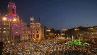 """Grosskundgebung in Madrid gegen das Gerichtsverfahren gegen zwölf katalanische Separatistenführer: Tausende verlangten """"Freiheit für die politischen Gefangenen""""."""