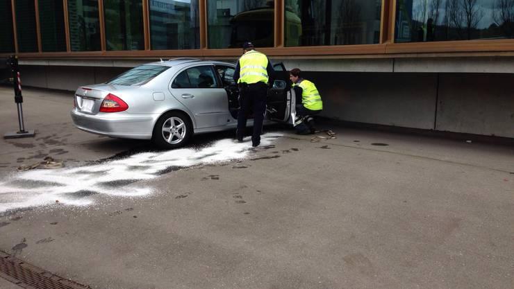 Das Unfallauto an der Berufsfachschule Baden. Der Lenker konnte nur noch tot geborgen werden.