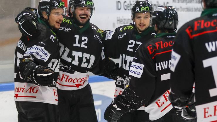 Jubel nach dem Testsieg: Der EHC Olten schlägt den HC Lugano 4:3 nach Verlängerung