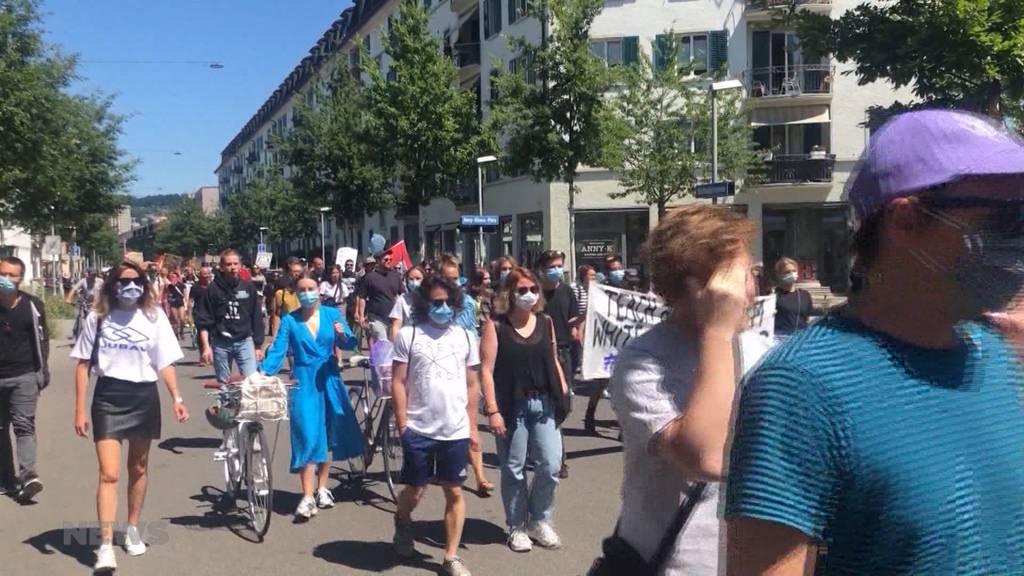 Bis zu 300 Personen an Demos: Polizei kommt an Grenzen